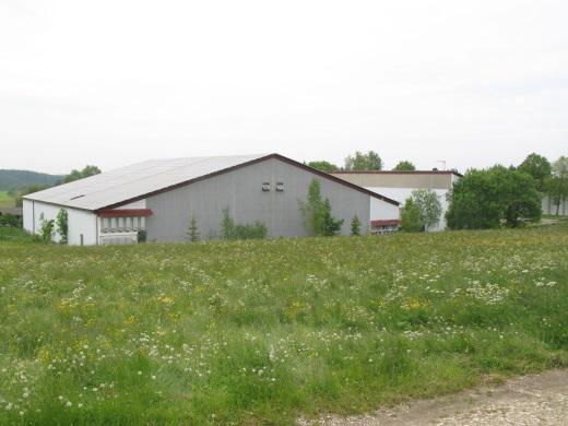72469 Meßstetten, Sport- und Freizeitzentrum, Gebäude und Freifläche mit PV-Anlage