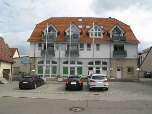 72555 Metzingen, Wohn- und Geschäftshaus mit Tiefgarage 6 Wohneinheiten 1 Praxis