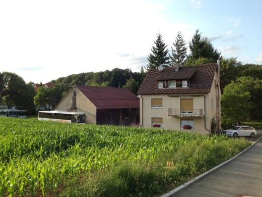 72525 Münsingen - Auingen, 2 Familien - Wohnhaus mit Betriebsgebäuden